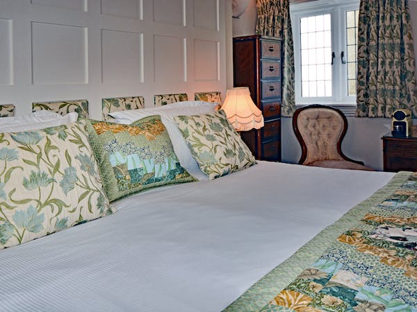 Haven Hall Hotel Bedroom 5 bed pillows