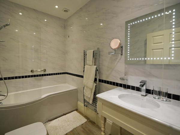 Haven Hall Hotel. Bathroom