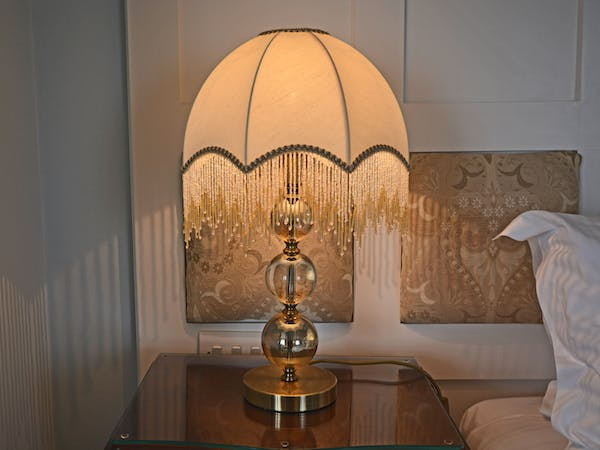 Haven Hall Hotel Bedroom 1 lamp