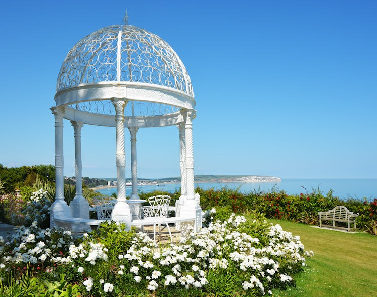 Haven Hall Hotel Gazebo with white roses