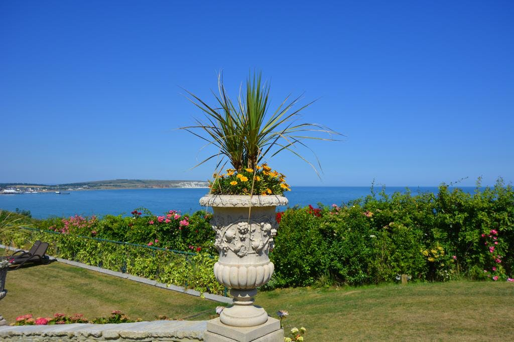 Haven Hall Hotel. View of Urn