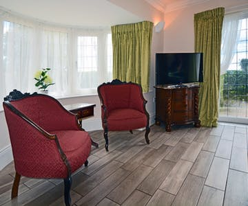 Haven Hall Hotel SV1 chairs & TV