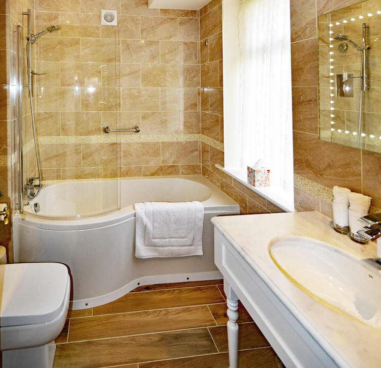 Haven Hall Hotel Garden Suite 3 Bathroom