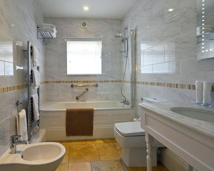 Haven Hall Hotel. Gardenia Suite bathroom with bidet