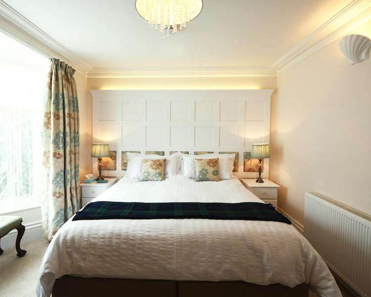 Haven Hall Hotel. Gardenia Suite bedroom
