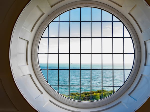 Haven Hall Hotel Penthouse Round Window
