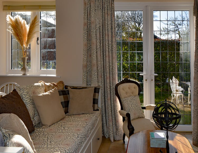 Haven Hall Hotel Garden Suite 2 Day Bed & French Window