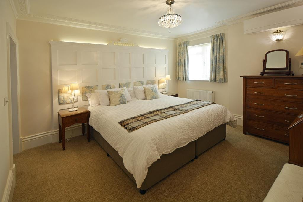 Haven Hall Hotel. Geranium Suite bedroom