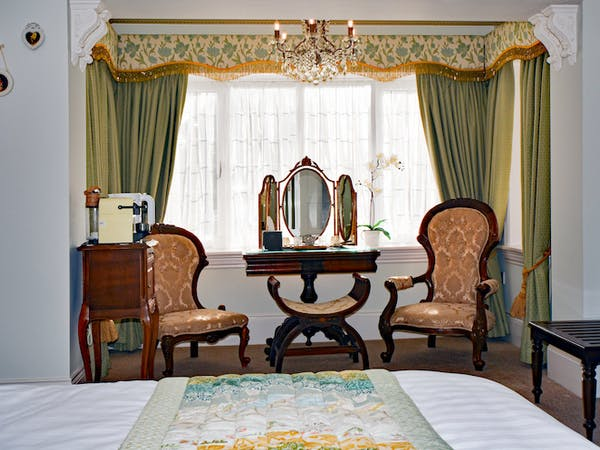 Haven Hall Hotel Bedroom 3 Bay Window Chairs