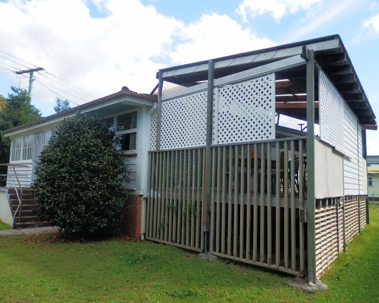Manly Peninsular with large family friendly deck.