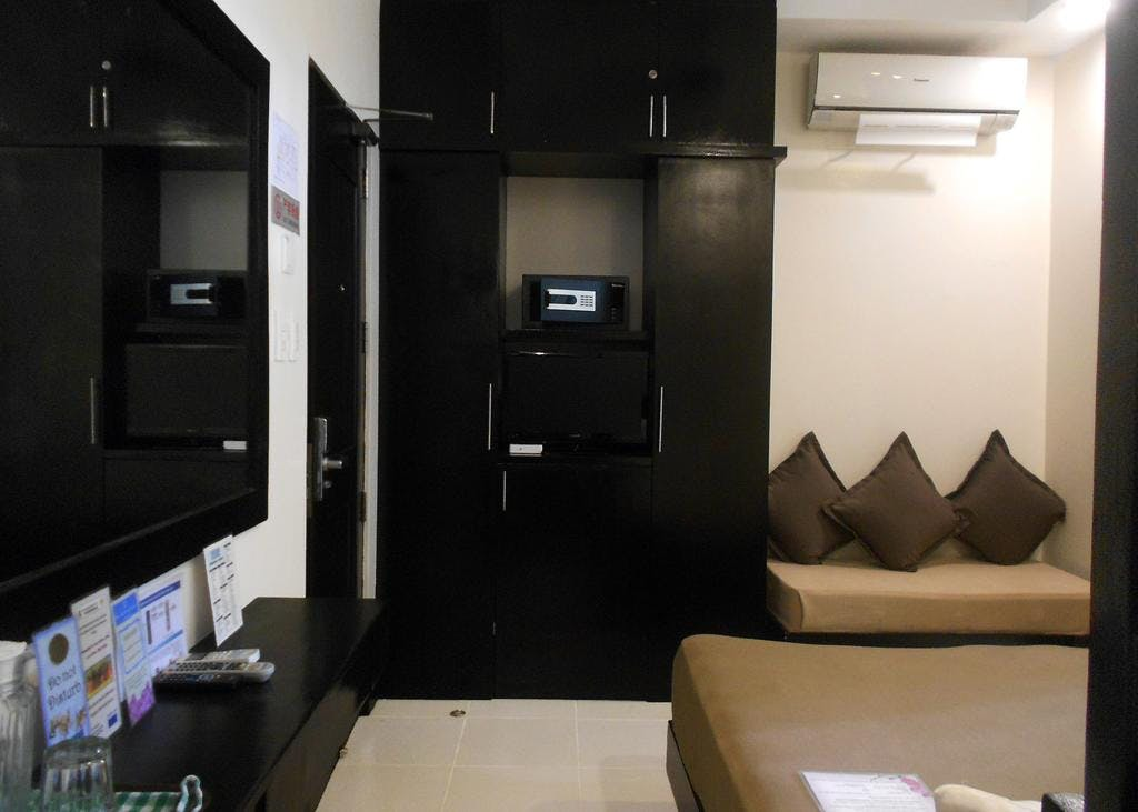 Standard Room with 1 double-sized bed good for 2PAX. Located in Ground Floor