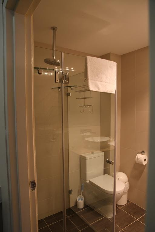 Executive Queen Bathrooms. Modern Luxury.