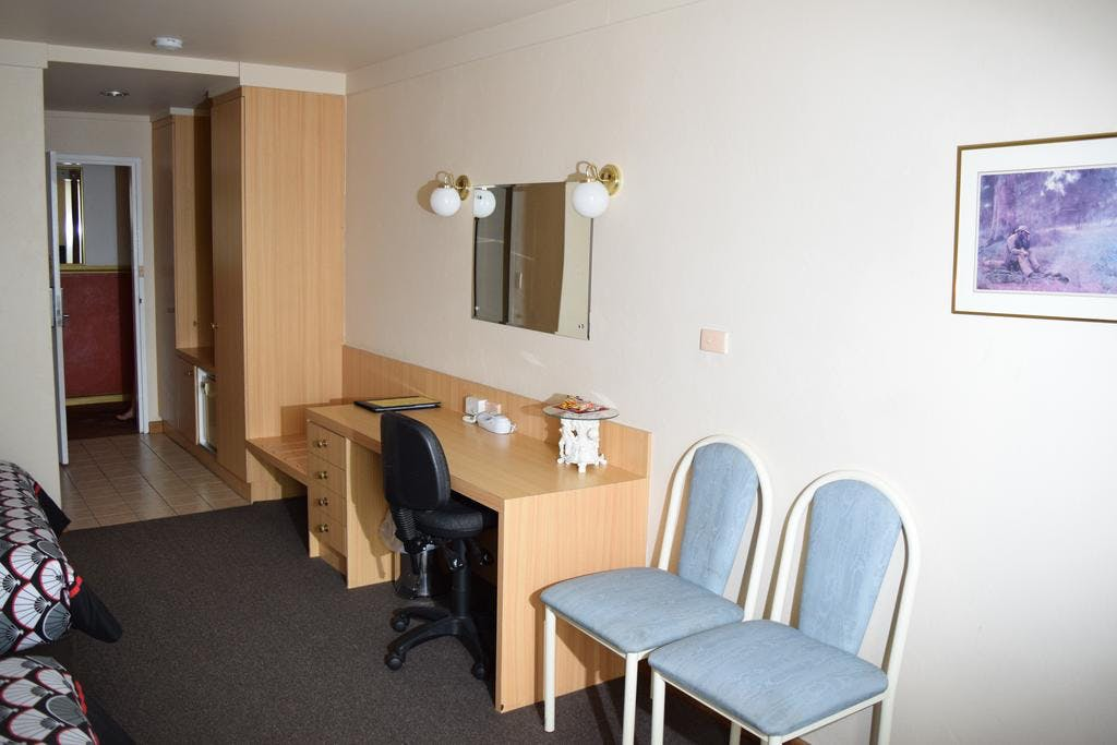 Deluxe Queen and King rooms have large spacious desk and amenities areas.