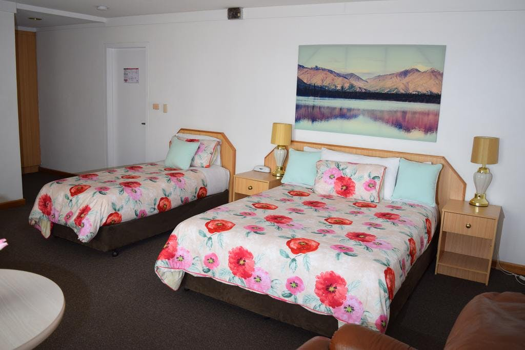 Deluxe Queen Twin Queen and 1 single bed. Some Deluxe twin also have two double beds contact motel for details