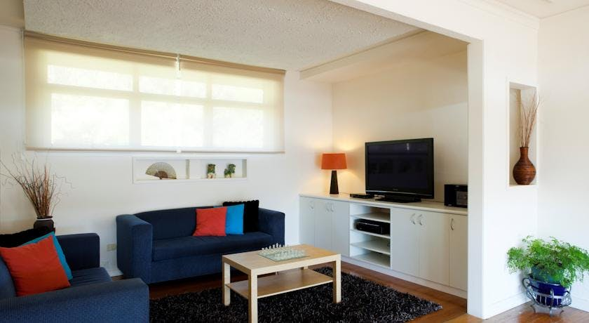 Portside Motel Port Campbell two bedroom apartment lounge