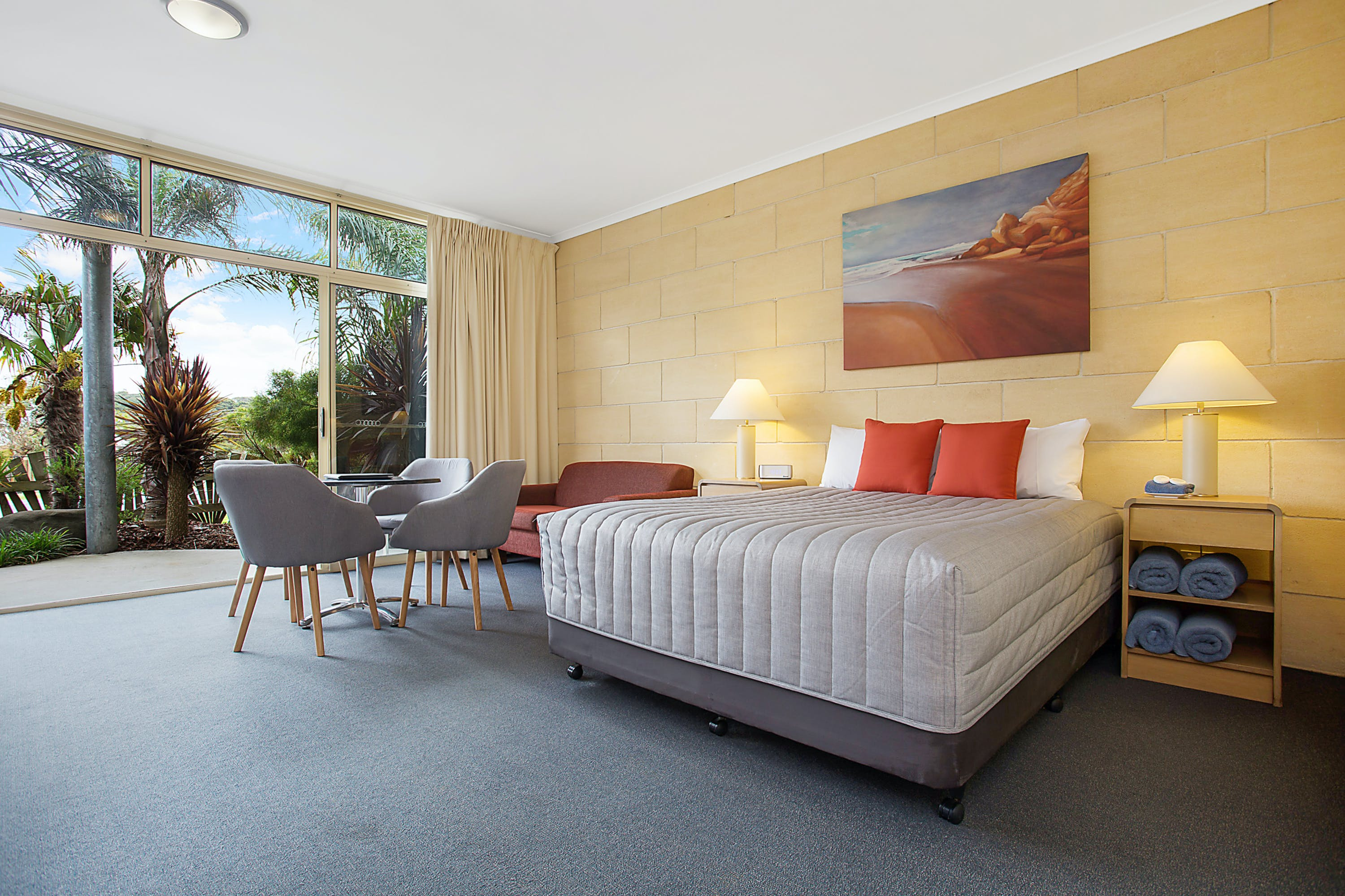 Portside Motel Port Campbell Deluxe Family room - queen bed
