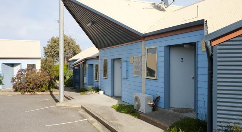 Portside Motel Port Campbell car parking at your door
