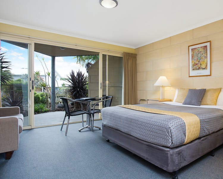 Portside Motel Port Campbell Deluxe Queen room