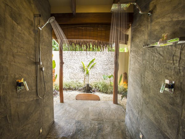 erakor island resort deluxe honeymoon pool villa outdoor shower #erakorislandresort #vanuatuholidays #tropicalislandholiday