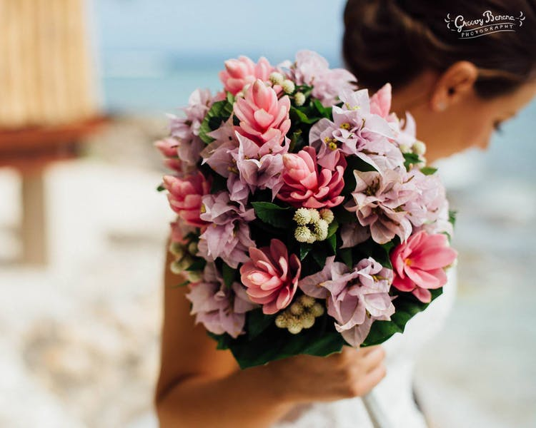 #erakorbeachweddings #weddingceremonyonthebeachsouthpacific #Vanuatutropicalbeachweddings pale pink bridal bouquet