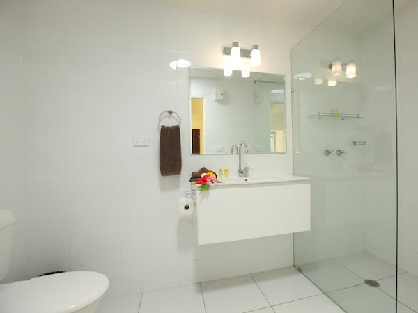 Garden Room - Bathroom Bathroom erakor island resort & spa #erakorislandresort #vanuatuholidays #tropicalislandholiday
