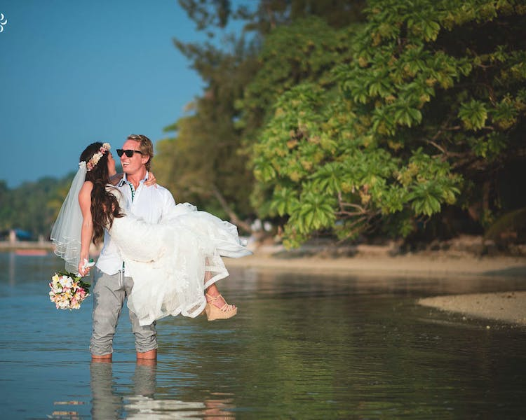 Bride and groom in Erakor Lagoon #erakorbeachweddings #weddingceremonyonthebeachsouthpacific #Vanuatutropicalbeachweddings