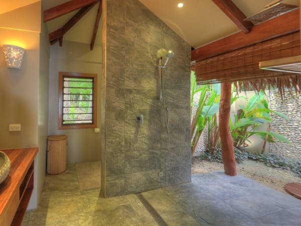erakor island resort deluxe honeymoon pool villa bathroom #erakorislandresort #tropicalislandholiday #Vanuatuaccommodation