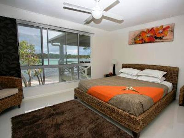 Aqua Blue Beach House - Master bedroom