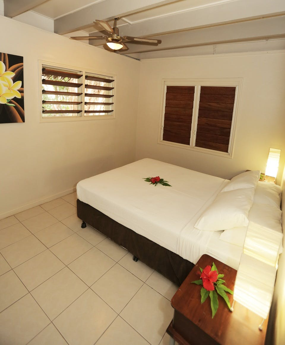 Sunset 2bdrm Loft Villa bedroom