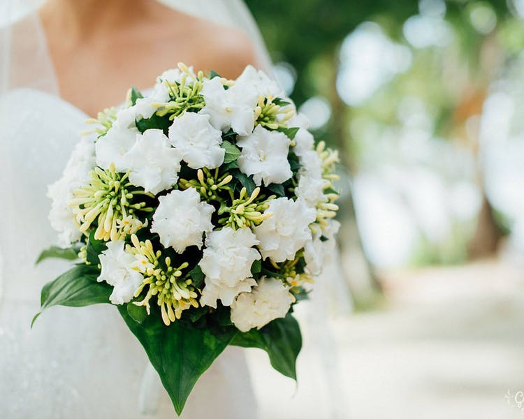 Bridal bouquet of white tropical flowers #erakorbeachweddings #weddingceremonyonthebeachsouthpacific #whitebridalbouquet