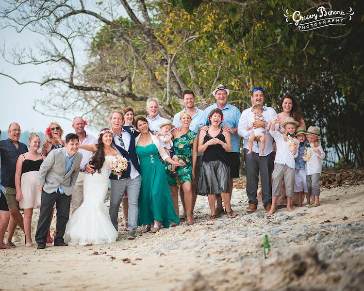 Group photos with family & friends on Sunset Beach #erakorbeachweddings #weddingceremonyonthebeachsouthpacific