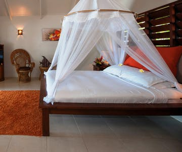 Beachfront Deluxe Spa Villa king bed erakor island resort & spa #erakorislandresort #vanuatuholidays #tropicalislandholiday