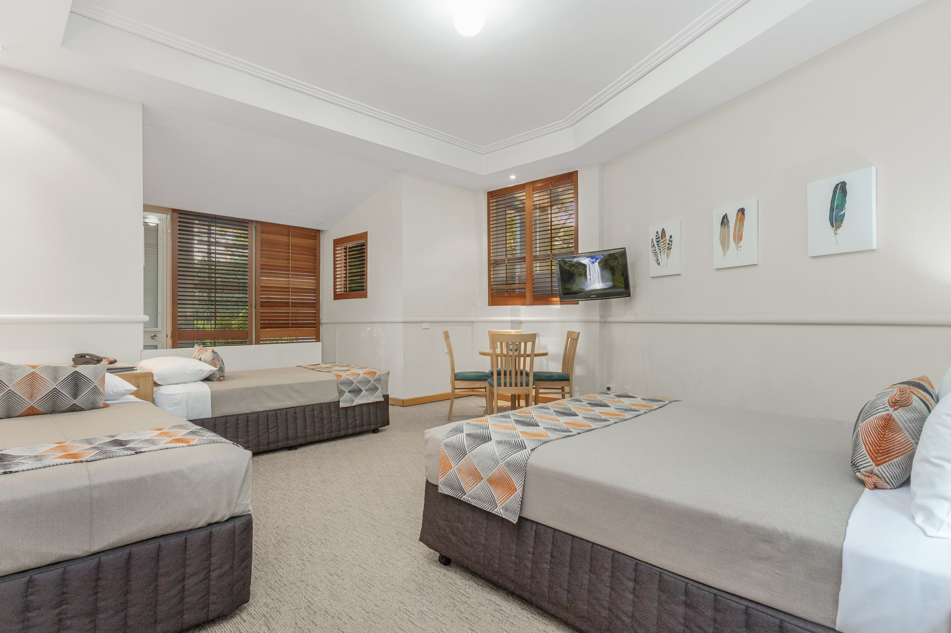 Cheap overnight accommodation for 4 guests located near Portside Wharf and Brisbane Airports