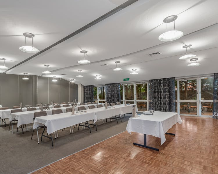 Free parking and WIFI, conference room available for up to 60 delegates