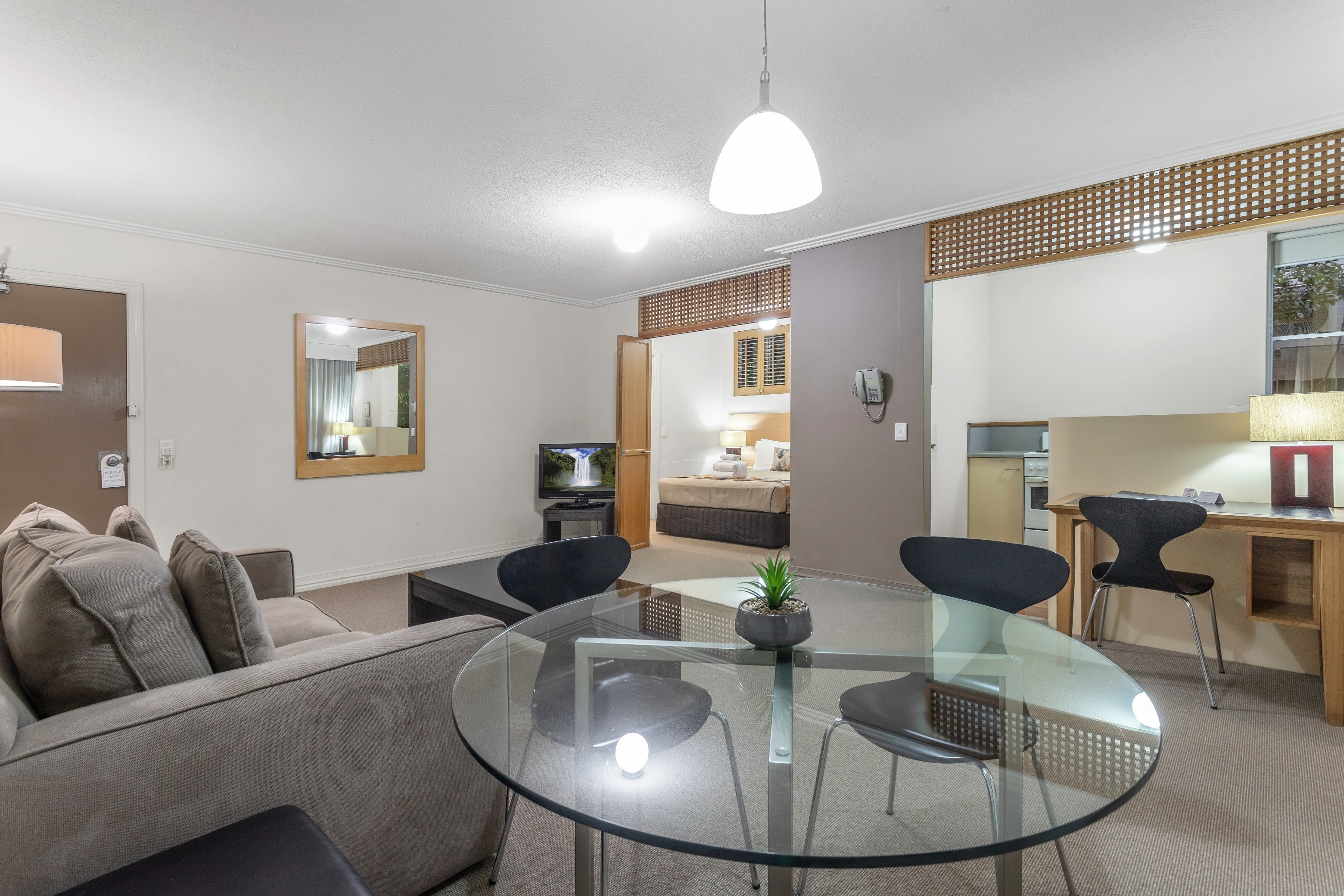 One bedroom apartment near Brisbane Airport and city, weekly rates available