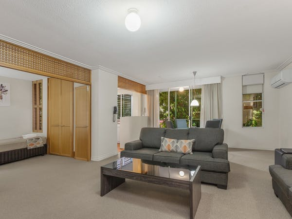 2 bedroom apartment near Portside Wharf and Brisbane Airports
