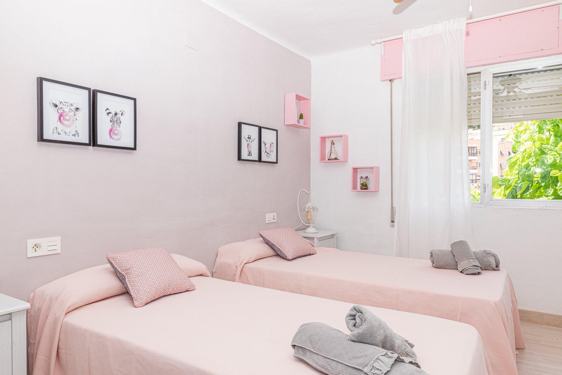 Twin Room With Shared Bathroom Blue Castle Málaga