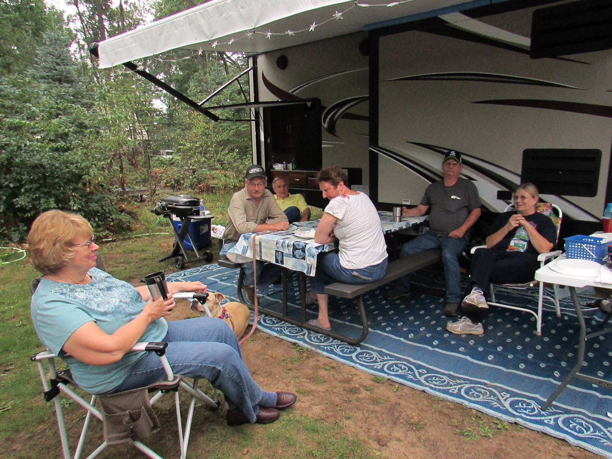 Relaxing atmosphere at Best Bear Lodge & RV park