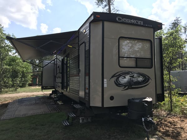 Cherokee RV at Best Bear Lodge & Campground Accommodations