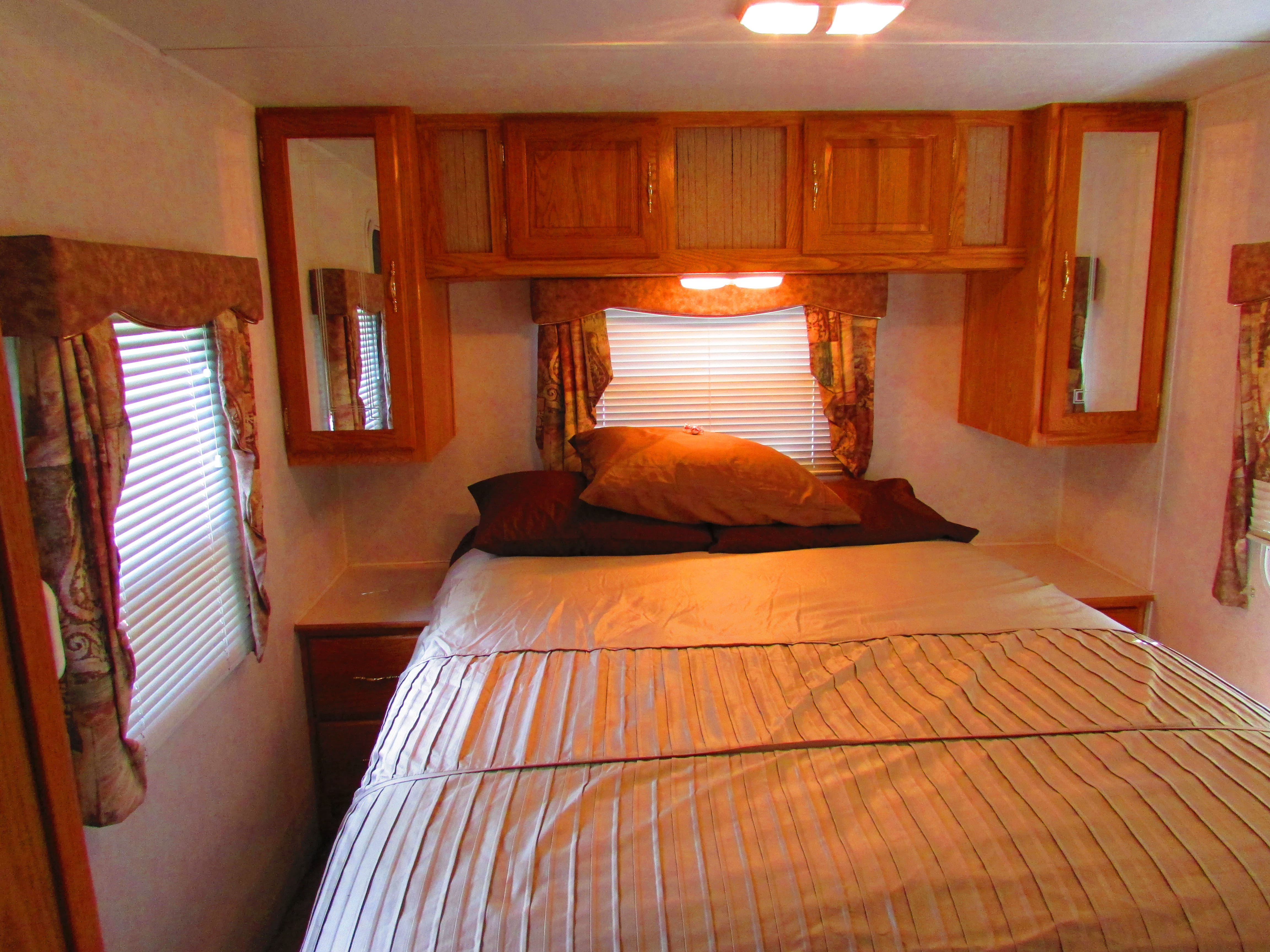 Dutchman Cabin RV