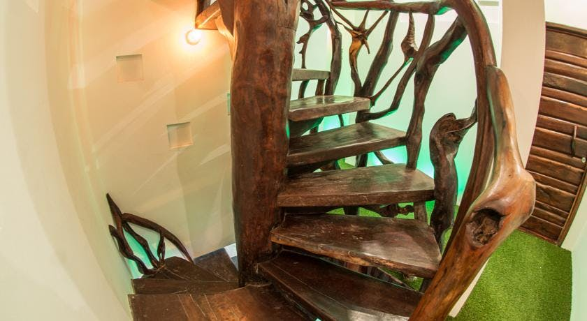 wooden stairs, escaleras de madera