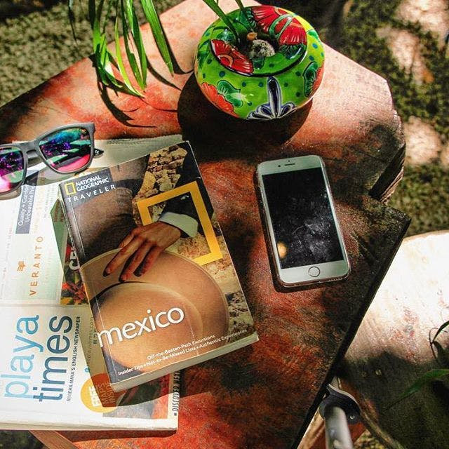 celular, libro, lentes de sol, iphone, books, sunglasses,