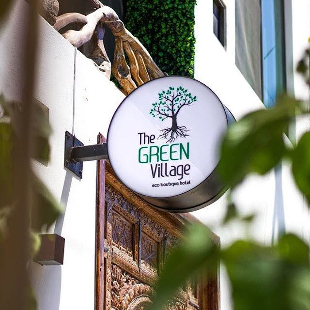 The Green Village banner, anuncio de The Green Village