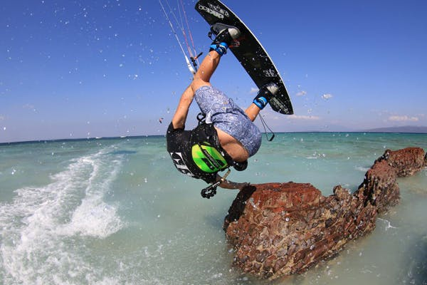 Bangsring Breeze kitesurfing at Tabuhan Island