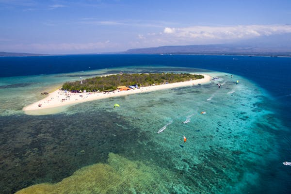 Bangsring Breeze offering windsurfing and kite surfing at Tabuhan Island