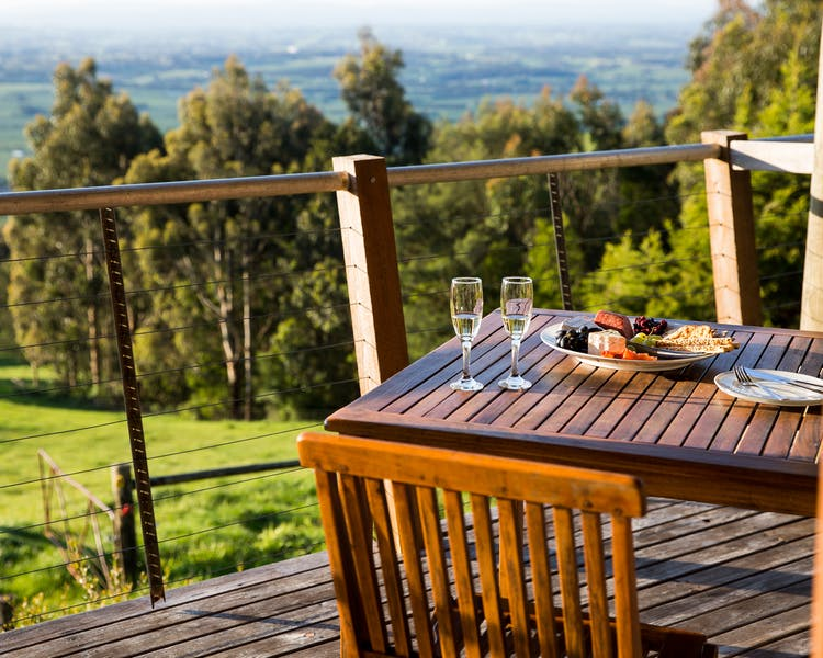 Stunning views and outdoor dining from deck of Anderley Tandara Cottage