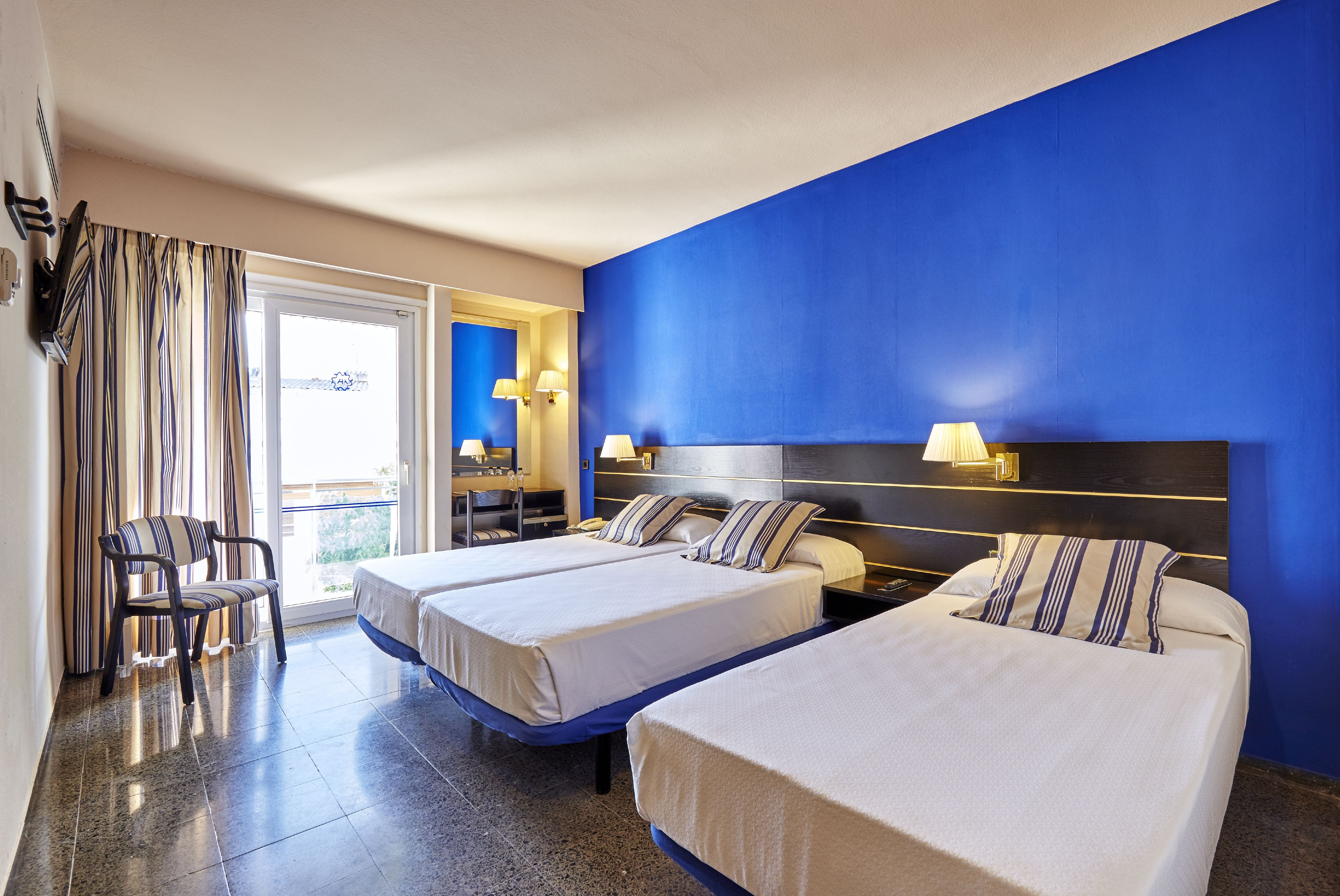 Surface Minimum Chambre Bebe standard triple room (2 adults + 1 child) | hotel anabel