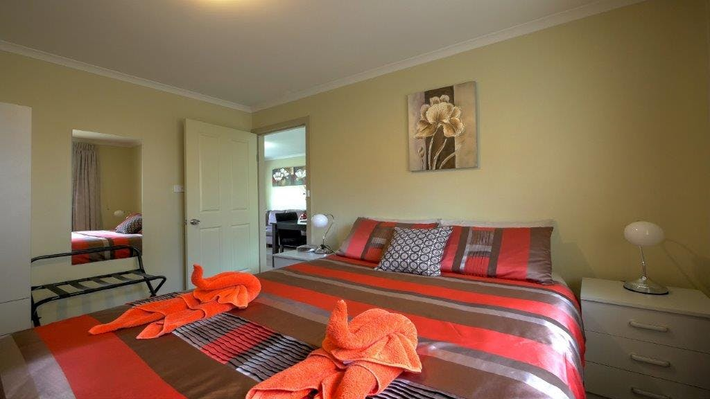 #Quality bedding and linen with electric blankets in Family Apartment master bedroom at Ficifolia Lodge in Parndana