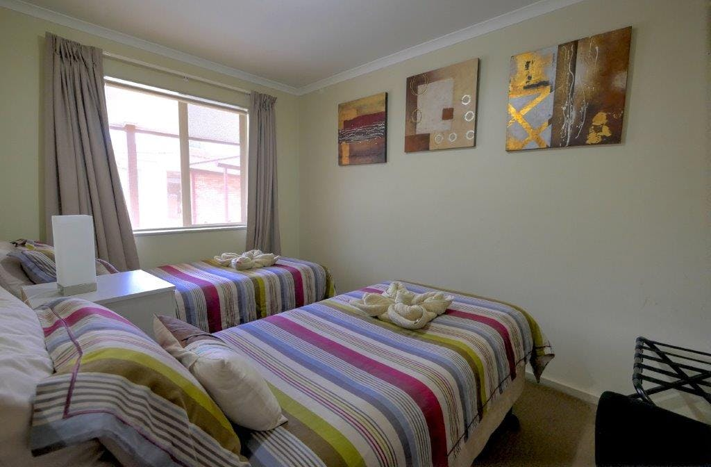 #Ensemble single beds in second bedroom in Twin Apartment at Ficifolia Lodge in Parndana