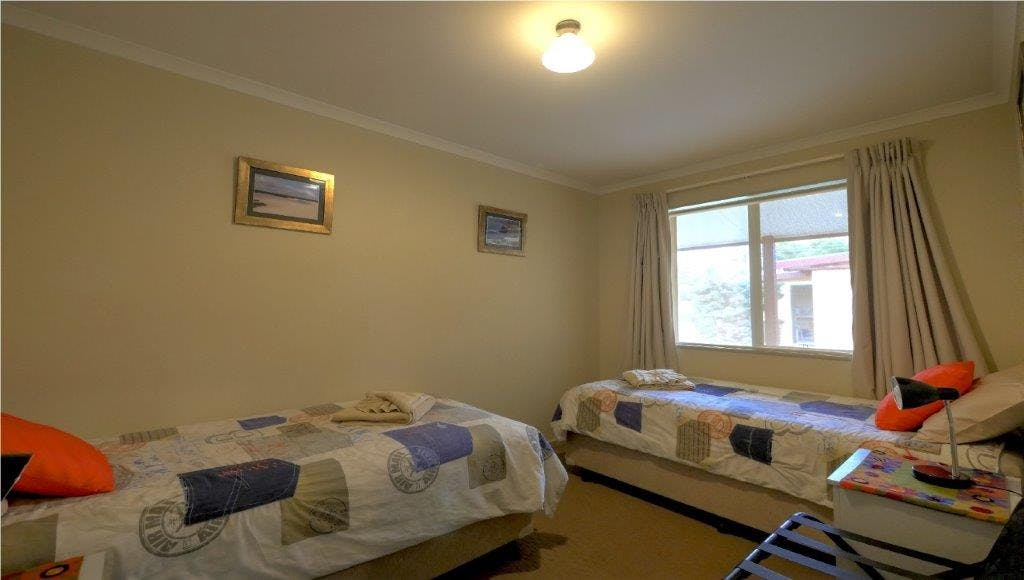 #Ensemble single beds with electric blankets in 2nd bedroom in Family Apartment at Ficifolia Lodge in Parndana